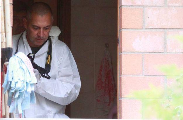 I carabinieri sul luogo del femminicidio (Paolo Lazzeroni)