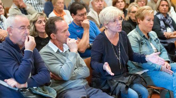 Un'assemblea contro i continui disagi della frazione