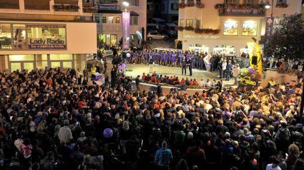 Un momento della festa con i tifosi (Fotocronache Germogli)