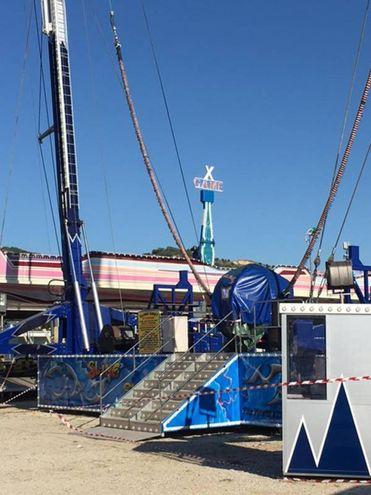 San Benedetto del Tronto, la giostra del Luna Park teatro della tragedia (Foto Ansa)