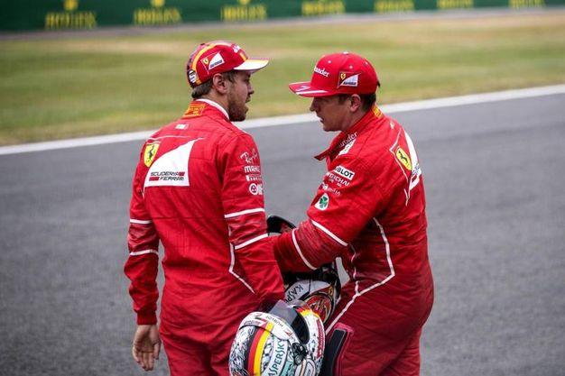 Vettel e Raikkonen parlano tra di loro (Ansa)