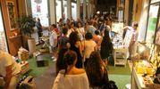 In tanti hanno approfittato dell'apertura straordinaria dei negozi (foto Ravaglia)