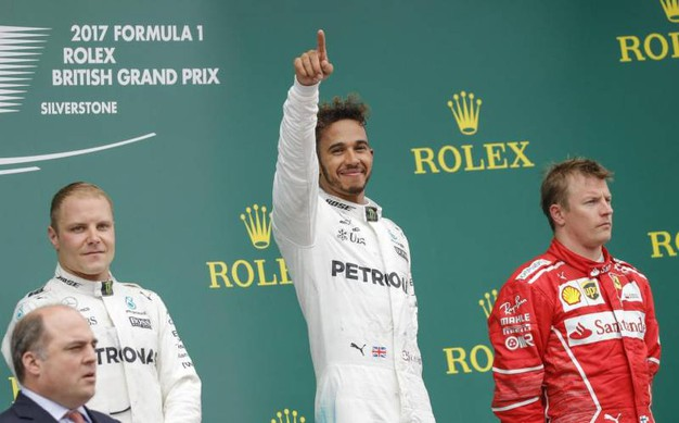Doppietta Mercedes a Silverstone. Primo Hamilton, poi Bottas. Terzo Raikkonen (Afp)