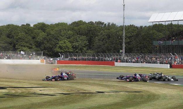 L'incidente  fra le Toro Rosso (Ansa)