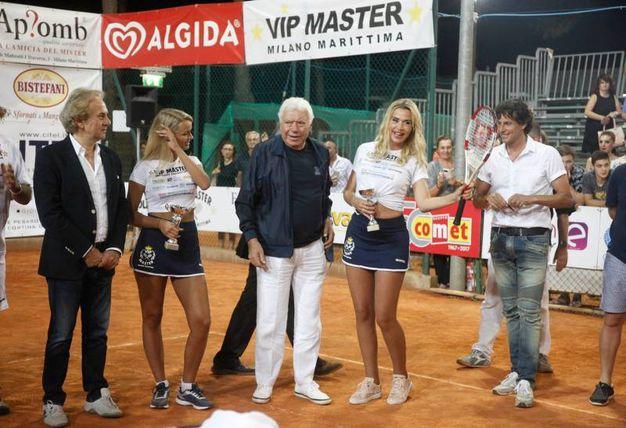 Nicola Pietrangeli tra Mercedesz Henger e Valeria Marini (foto Corelli)