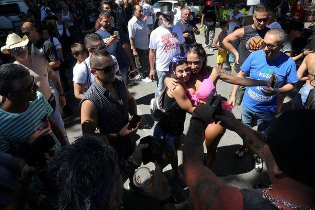 Foto e abbracci per Malena (foto Ravaglia)
