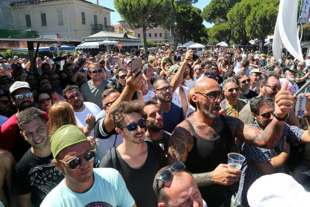 Folla al Biker Bikini Benefit (foto Ravaglia)