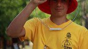 Uno dei ragazzi delle Magliette Gialle