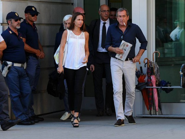 Marita Comi, moglie di Massimo Bossetti, ed Ezio Denti, consulente della difesa (LaPresse)