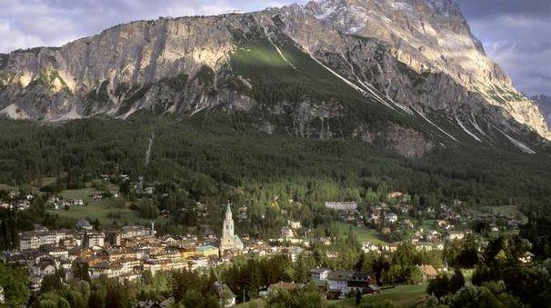 Cortina e le Dolomiti - foto Jimveilleux Istock