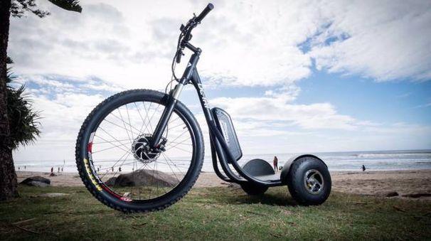 DC Tri, il mezzo elettrico fra bici e Segway - foto DC Tri