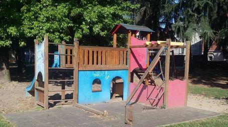 Gli arredi del parco Rivolta oggetto di danneggiamenti
