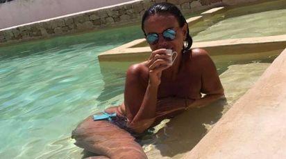 Paola Perego, il topless che fa dimenticare le polemiche / FOTO