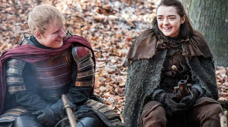 Maisie Williams ed Ed Sheeran in 'Game of Thrones' – Foto: HBO