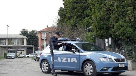Anche un agente di polizia è stato aggredito