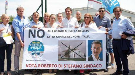 """Il sindaco Di Stefano a un presidio """"no moschea"""""""