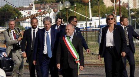 Il premier Paolo Gentiloni accolto alla Darsena dal sindaco Tiziano Tagliani