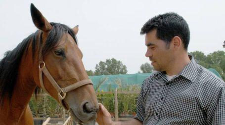 Simone Bicocchi con gli animali salvati dal macello