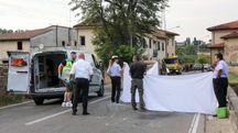 Soccorritori e forze dell'ordine sul luogo dell'incidente