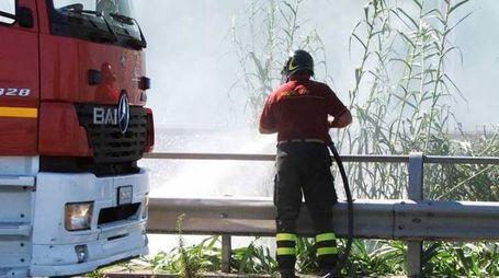 I vigili del fuoco hanno domato le fiamme in circa due ore