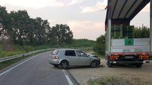 Faenza, incidente in via Tebano, si schianta contro un camion. E' grave