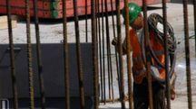 Muratori cinesi in nero e lavori abusivi nei capannoni: gli imprenditori edili lanciano l'allarme e chiedono più rigore