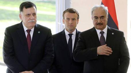 Al-Sarraj, Macron, Haftar (Afp)