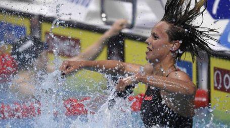 Federica Pellegrini esulta dopo aver vinto l'oro nei 200 stile libero (Afp)