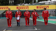 Gp Ungheria, Sebastian Vettel con il team Ferrari (LaPresse)