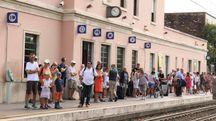 Turisti in attesa alla stazione