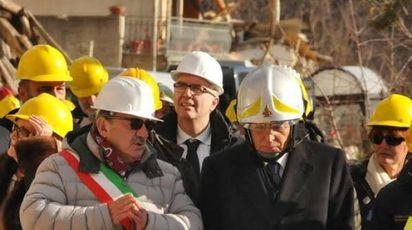 Il presidente Mattarella insieme al sindaco Petrucci durante la visita ad Arquata che si svolse nel mese di dicembre