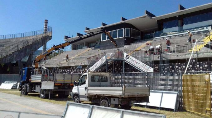 Ascoli, stadio Del Duca, tempi biblici per la tribuna Est. Intanto via con la copertura