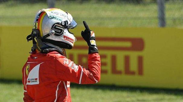 Gp Ungheria 2017, Sebastian Vettel festeggia la pole (Ansa)