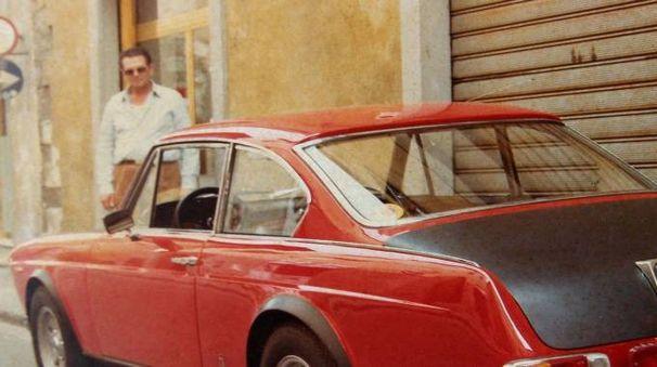 Giampiero Vigilanti con la sua Lancia Fulvia di colore rosso, da lui posseduta negli anni  '80