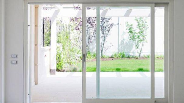 i vantaggi delle porte scorrevoli per esterno