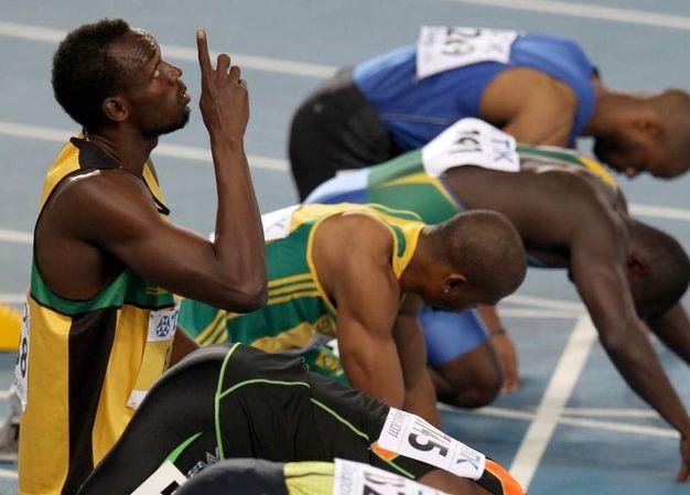 """Due medaglie d'oro ai Mondiali di Taegu 2011, anno in cui uscì anche la sua autobiografia """"Usain Bolt: My Story. 9.58: Being the World's Fastest Man"""" (Lapresse)"""