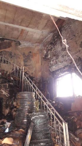 L'incendio ha devastato completamente l'abitazione