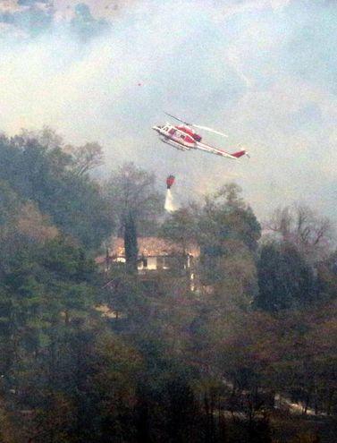In azione anche gli elicotteri  (foto Ravaglia)