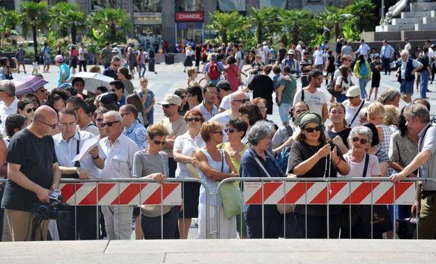 Folla di fedeli in Duomo (Newpress)