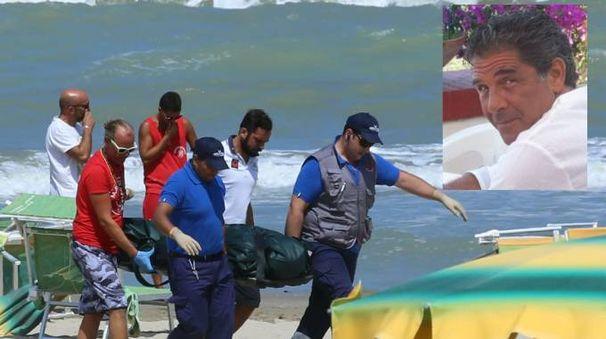 Il bagnino Pierluigi Ricci (nel riquadro) è morto dopo aver salvato una famiglia