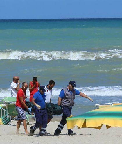 Tragedia a Torrette, il bagnino Pierluigi Ricci muore dopo aver salvato una famiglia (Fotoprint)