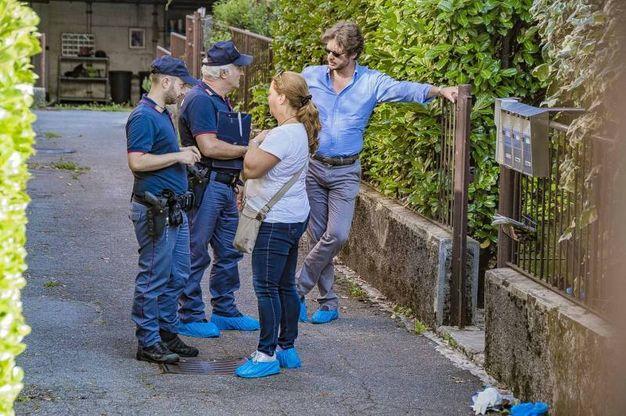 Polizia sul luogo del delitto (Lapresse)