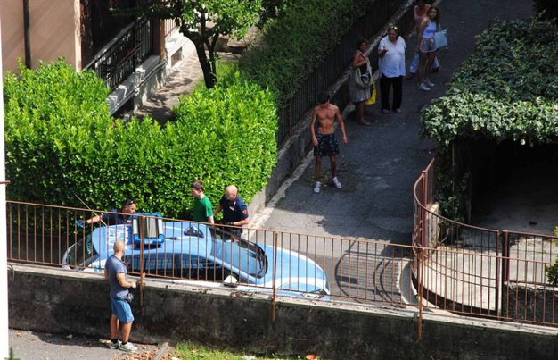 Soccorsi e polizia sul luogo del delitto (Lapresse)