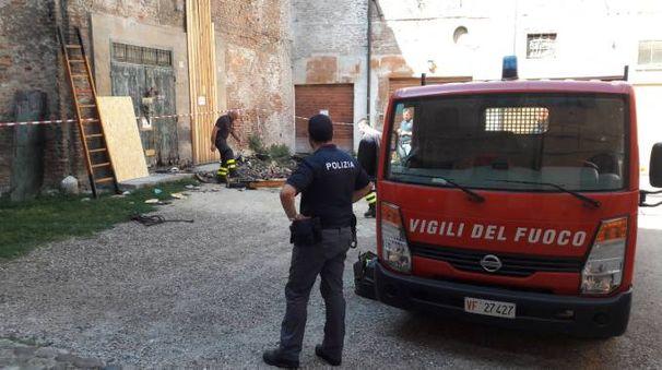 Vigili del Fuoco e Polizia ieri pomeriggio davanti al negozio e all'abitazione dei Bartolucci