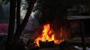A fuoco alcune balle di paglia (foto Schicchi)