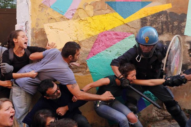 Tensione tra gli attivisti e le forzwe dell'ordine (Schicchi)