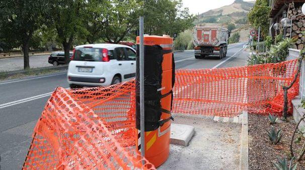 L'autovelox in fase di installazione a Riviera, tra Casalfiumanese e Borgo Tossignano