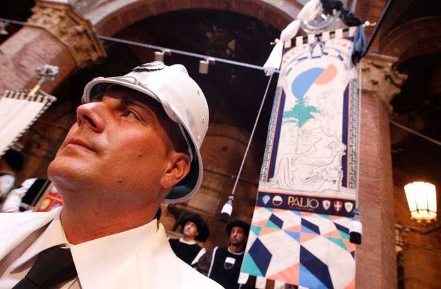 La presentazione del Drappellone (foto Lazzeroni)