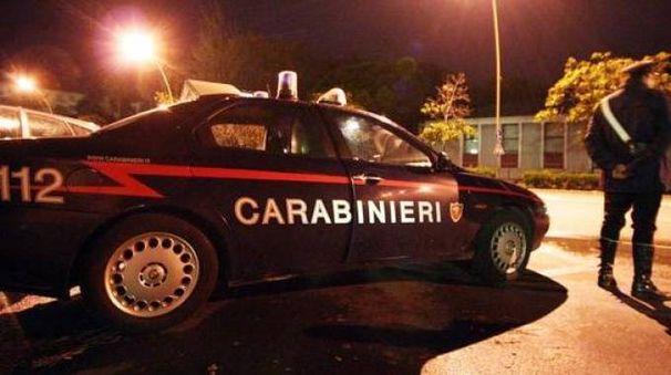 Portonovo, la cena romantica con l'amante finisce tra botte e un'auto distrutta