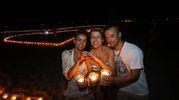Sullo sfondo il cuore fatto da candele (Fotoprint)
